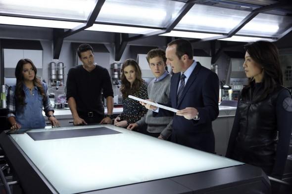 Agents-of-S.H.I.E.L.D.-1x08-590x393