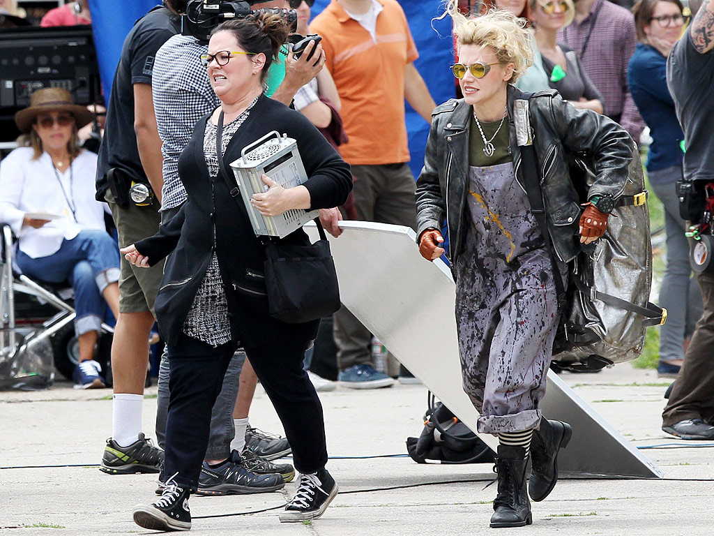 Melissa McCarthy and Kate McKinnon in character (image via people.com)